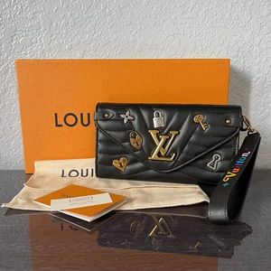 LOUIS VUITTON NEW WAVE LONG CHARMS WALLET